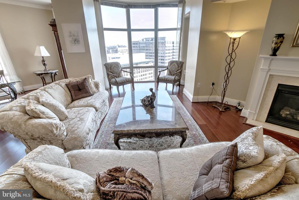 So Inviting! - 11990 MARKET ST #1811, RESTON