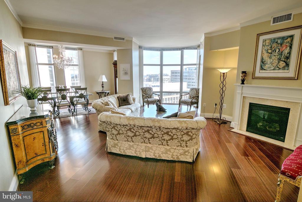 Stunning Brazilian Cherry Floors - 11990 MARKET ST #1811, RESTON