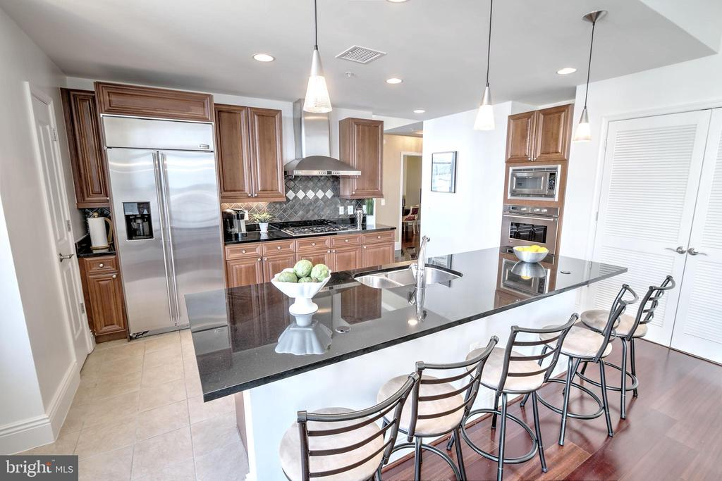 Fabulous Gourmet Kitchen - 11990 MARKET ST #1811, RESTON