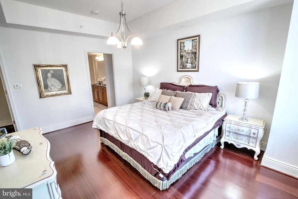 Hardwood Floors Throughout! - 11990 MARKET ST #1811, RESTON