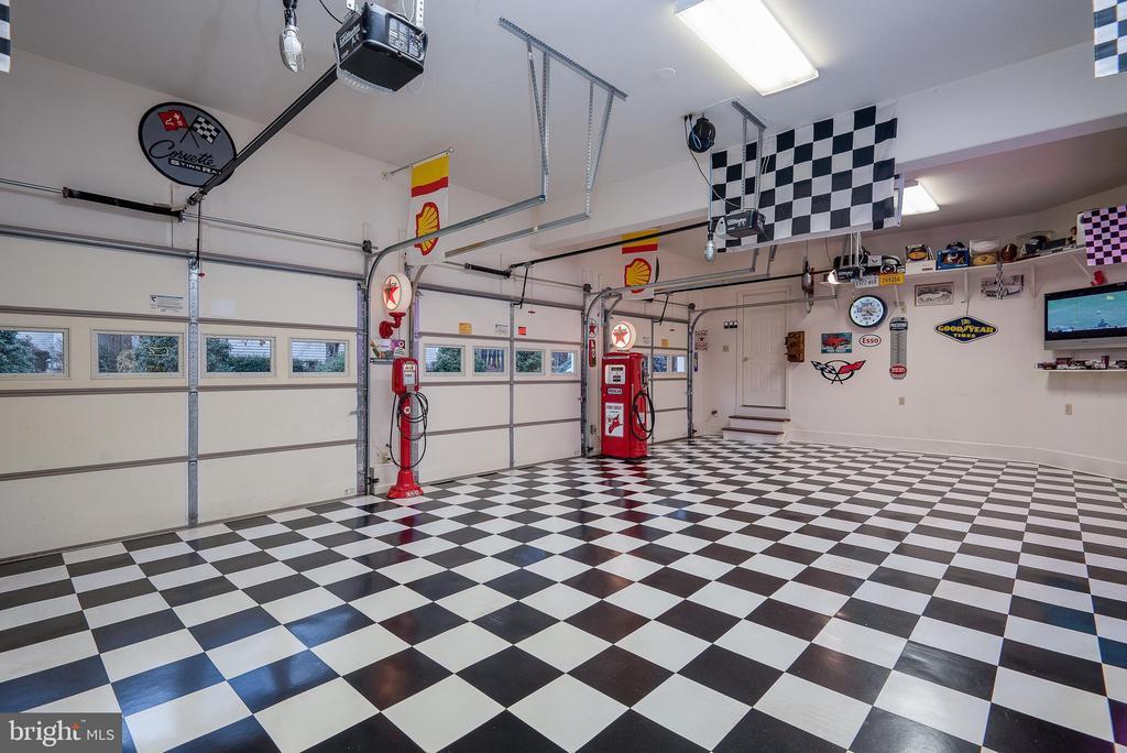 3 CAR GARAGE! - 10515 WILDBROOKE CT, SPOTSYLVANIA