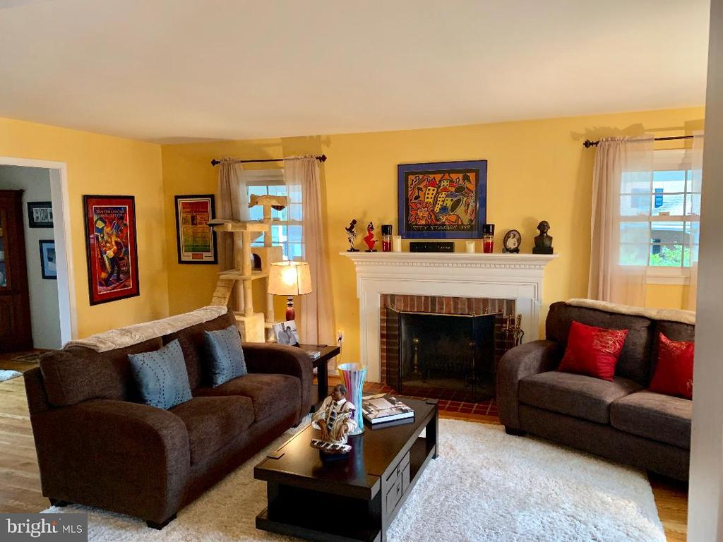 Living Room w/ wood burning fireplace - 9005 CHERRYTREE DR, ALEXANDRIA