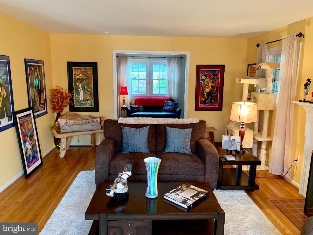 Living Room - looking towards Den/Bonus Room - 9005 CHERRYTREE DR, ALEXANDRIA