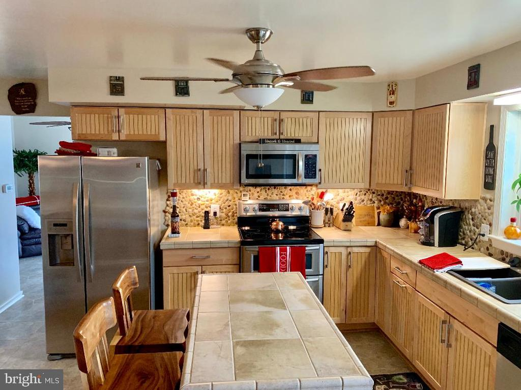 Renovated Kitchen w/ Island - 9005 CHERRYTREE DR, ALEXANDRIA