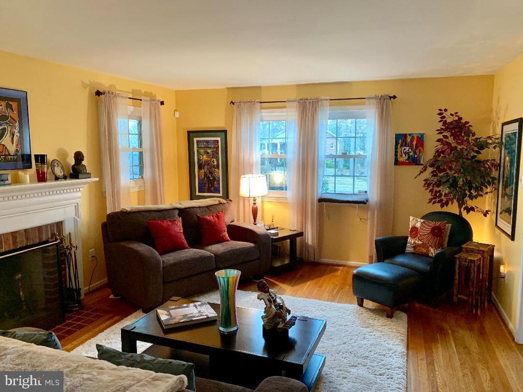 View of living room from Den/Bonus Room - 9005 CHERRYTREE DR, ALEXANDRIA