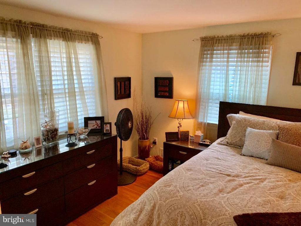 Master Bedroom - 9005 CHERRYTREE DR, ALEXANDRIA