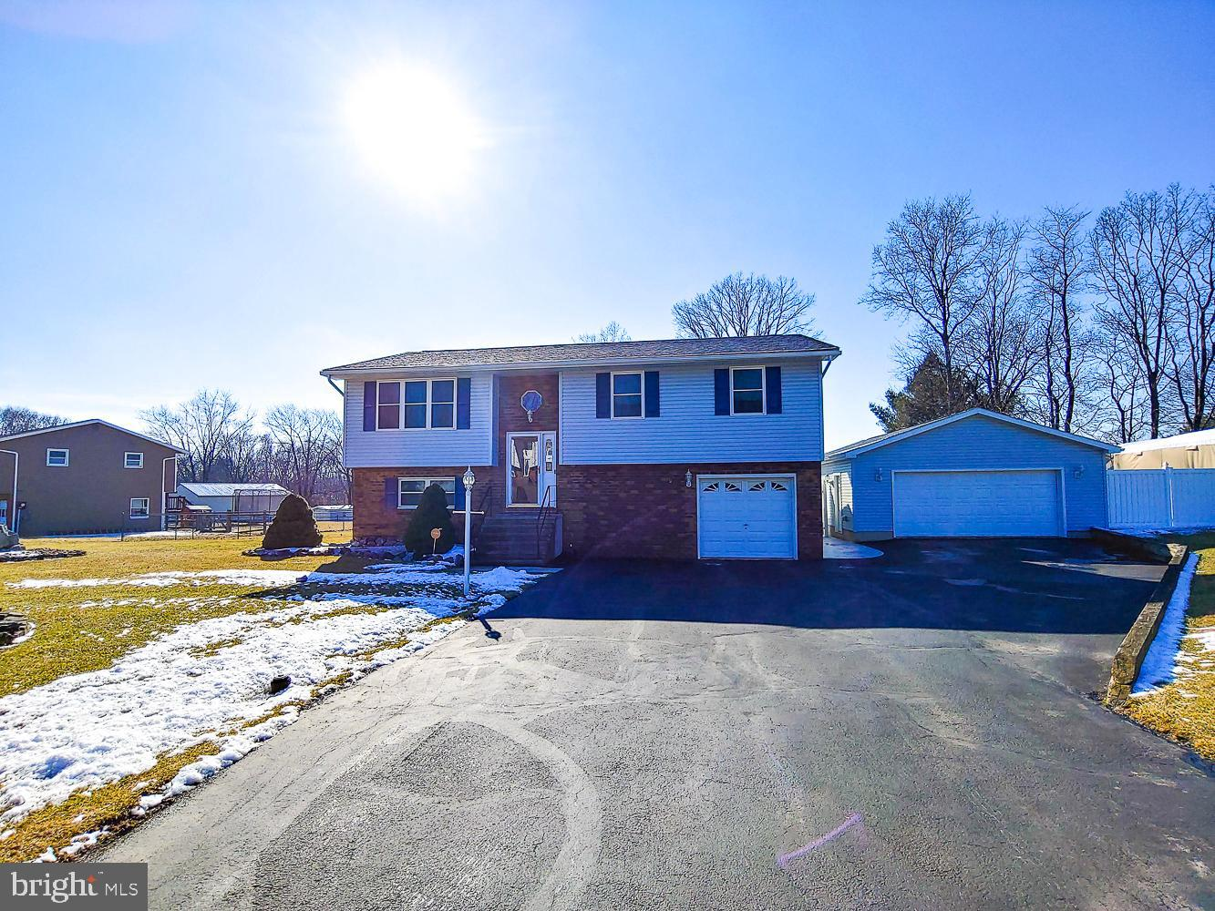 Photo of home for sale at 6472 Skyview Lane, Coopersburg PA