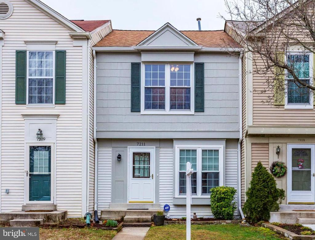 freshly painted and power washed - 7211 STOVER CT, ALEXANDRIA
