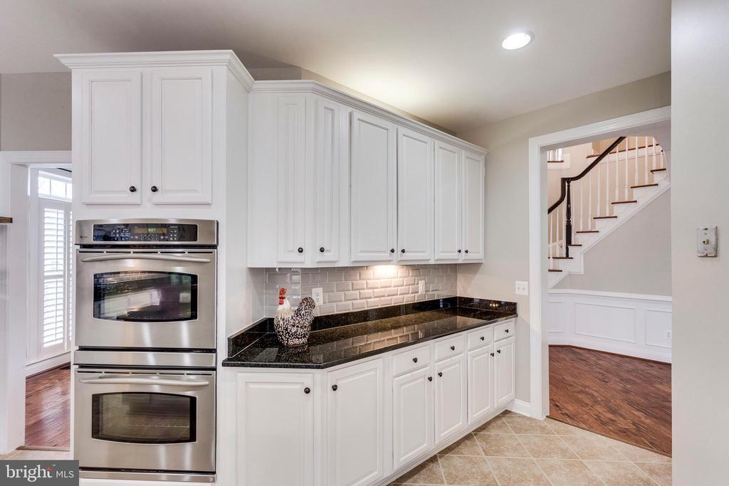 Convenient Double Ovens! - 42744 RIDGEWAY DR, BROADLANDS