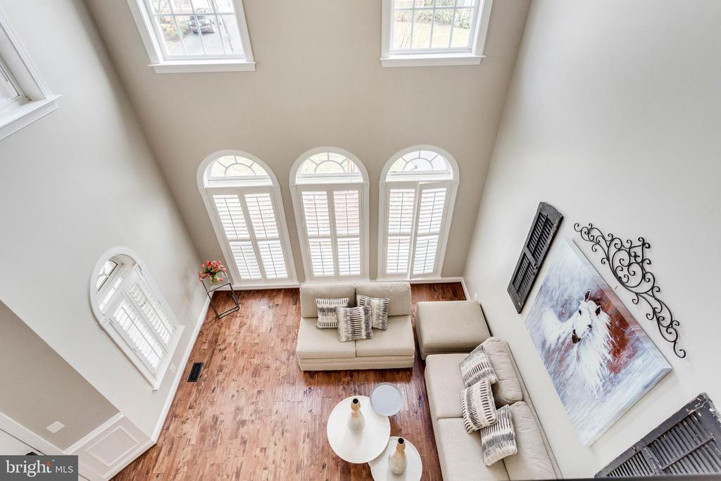 View of sitting room from upstairs. - 42744 RIDGEWAY DR, BROADLANDS