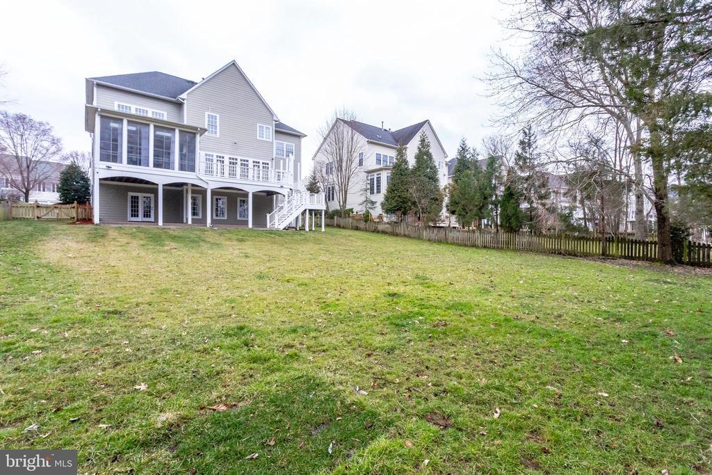 Backyard large enough to add a pool! - 42744 RIDGEWAY DR, BROADLANDS