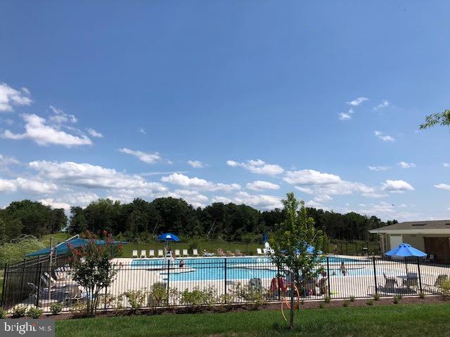 Community Pool - 43354 SOUTHLAND ST, ASHBURN