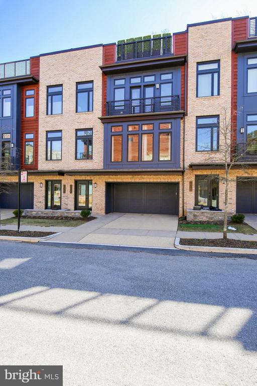 Luxurious Elevator Townhome~w/ Rooftop Terrace - 5402 MERRIAM ST, BETHESDA