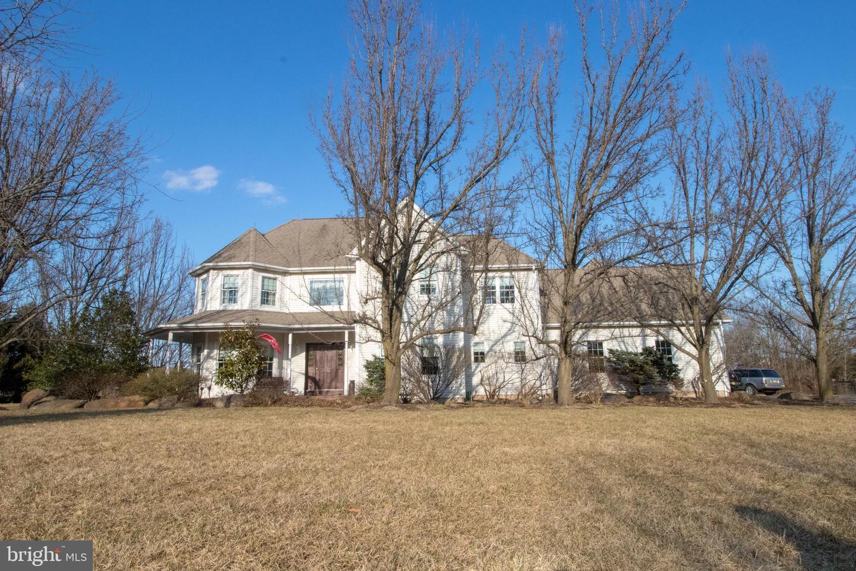 Casa para uma família para Venda às 110 AUNT MOLLY ROAD Hopewell, Nova Jersey 08525 Estados UnidosEm/Em torno de: Hopewell Township