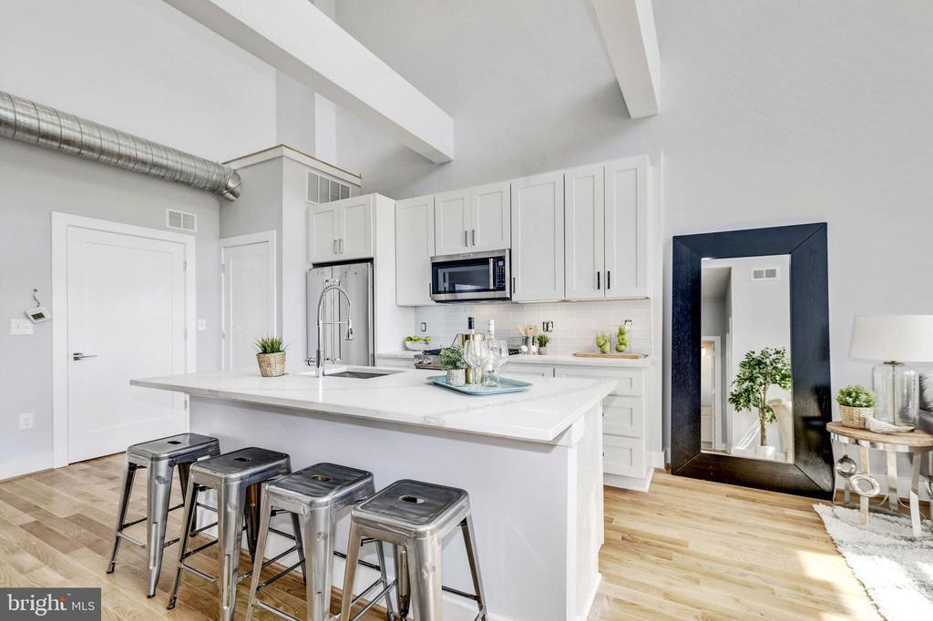 Large kitchen island - 1512 K ST SE #6, WASHINGTON
