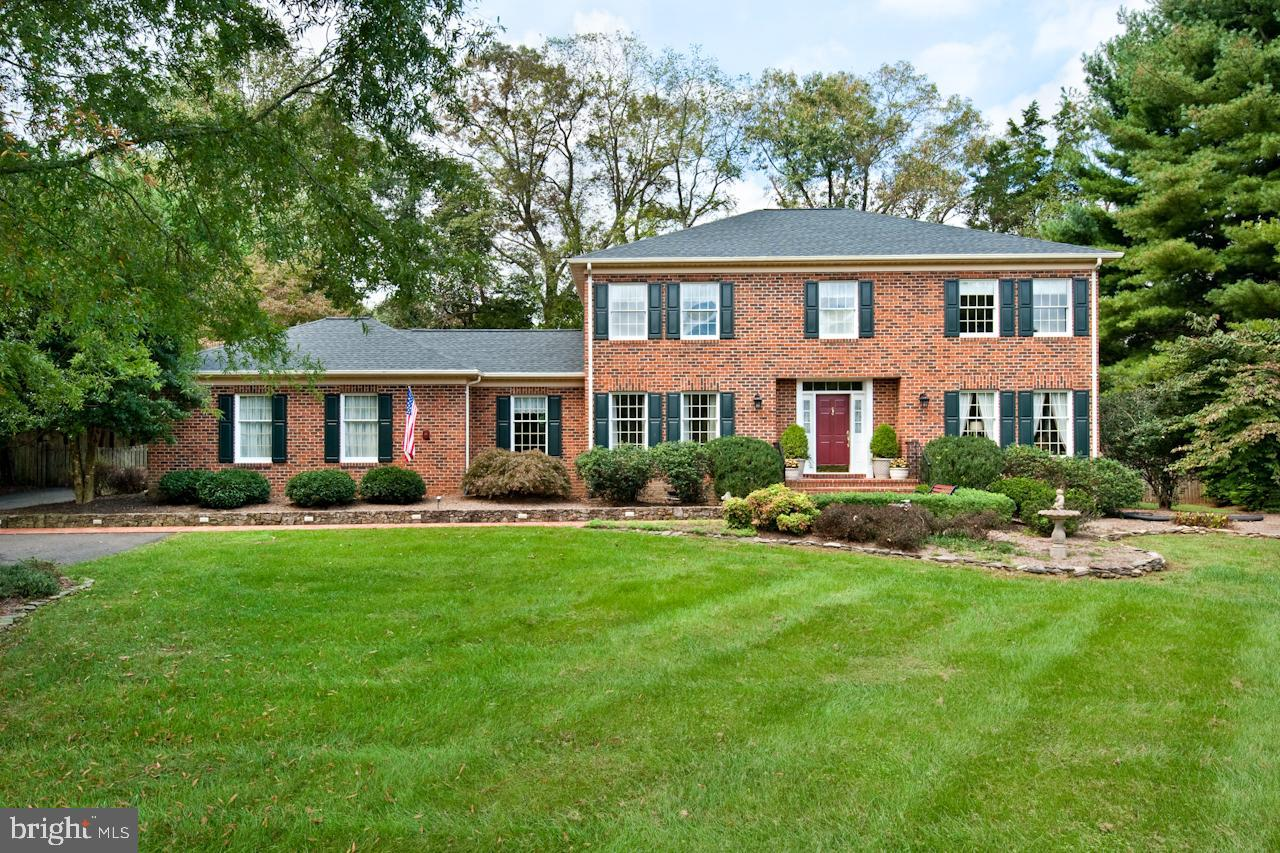 Single Family for Sale at 7446 Ashley Dr Warrenton, Virginia 20187 United States