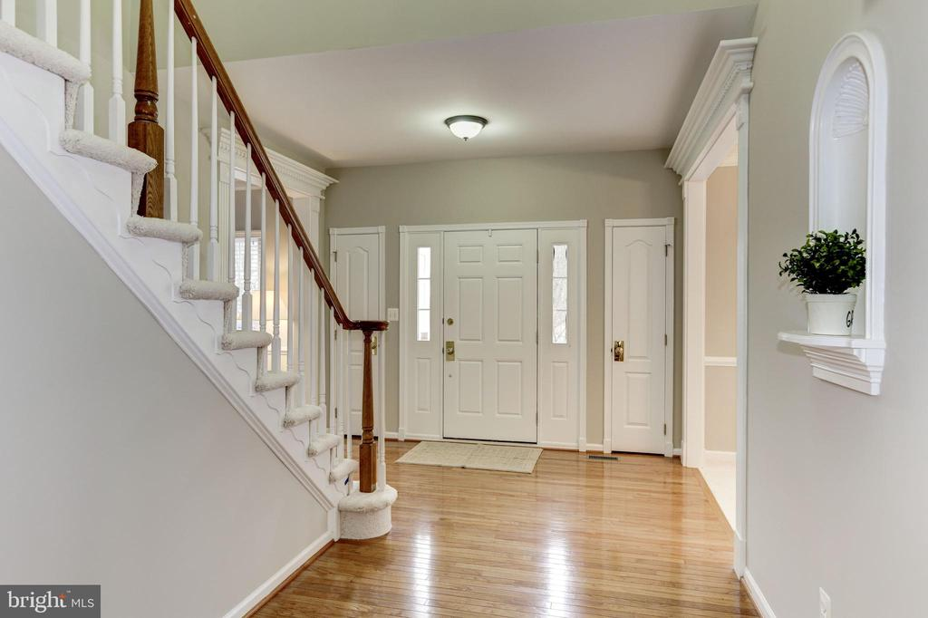 ENTRY FOYER AND HALL - 13536 HEATHROW LN, CENTREVILLE