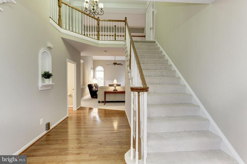 ENTRY FOYER AND UPPER GALLERY - 13536 HEATHROW LN, CENTREVILLE