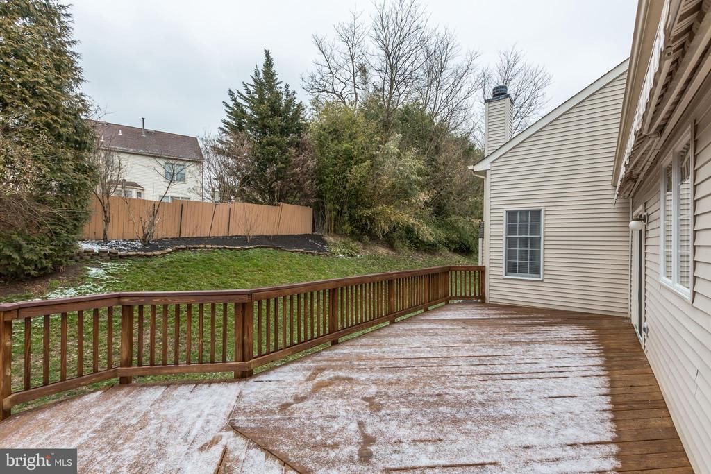 TAKE THE PARTY OUTSIDE! - 13536 HEATHROW LN, CENTREVILLE