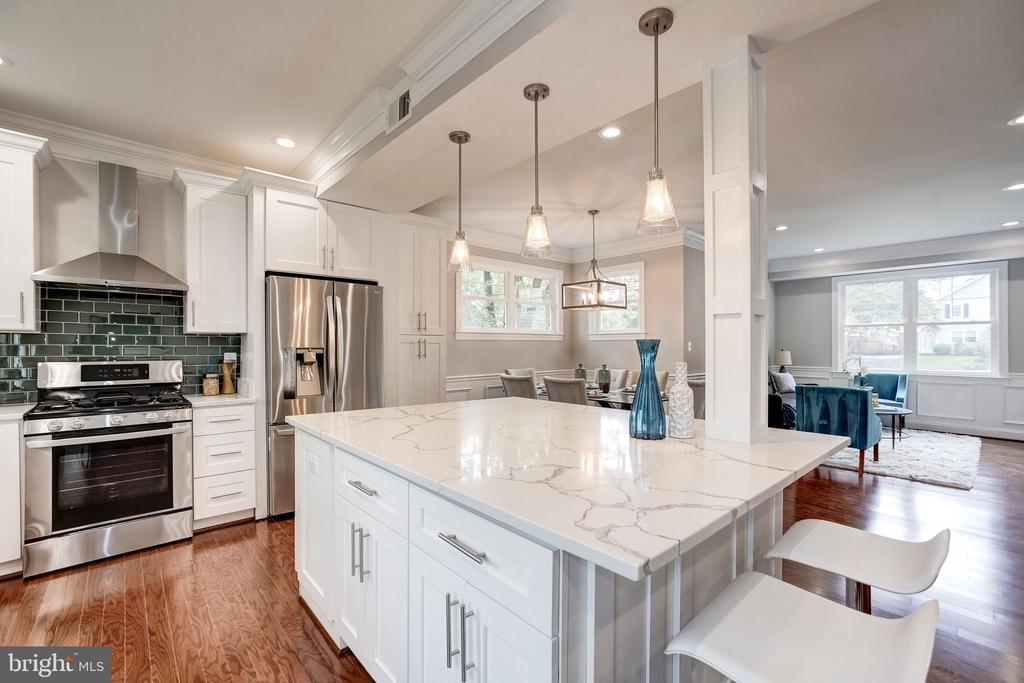 Sample photo of a prior open concept kitchen - 6722 WESTLAWN DR, FALLS CHURCH