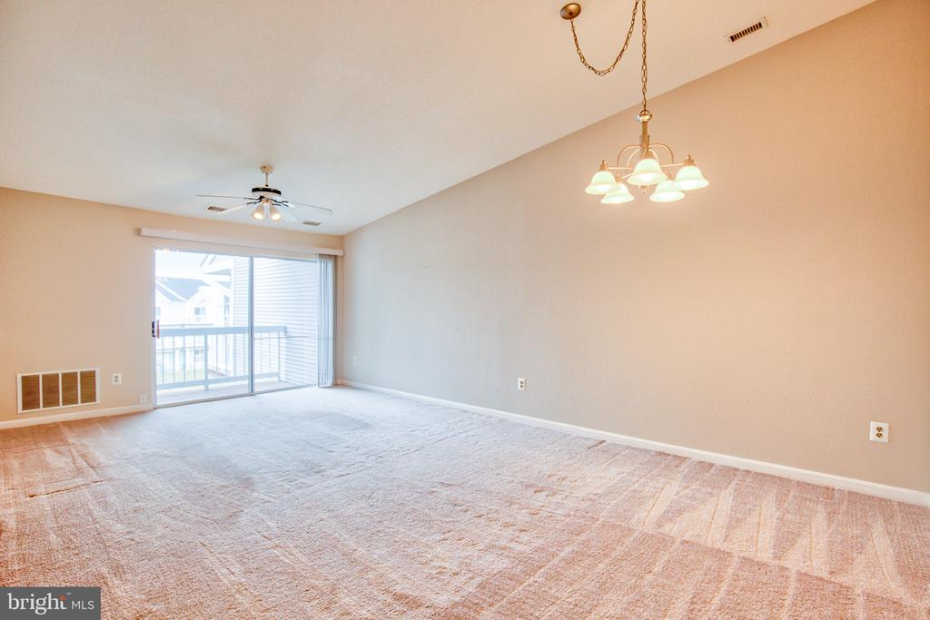 Family Room - 20585 SNOWSHOE SQ #302, ASHBURN