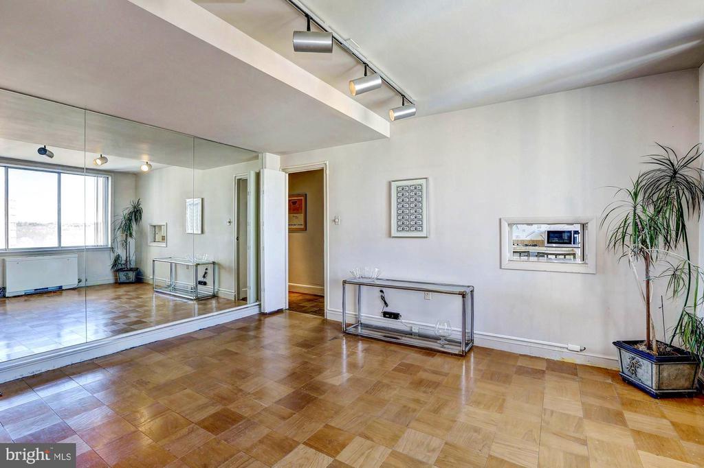 3rd BR w/en suite BA and wall of mirror - 10201 GROSVENOR #1701, NORTH BETHESDA