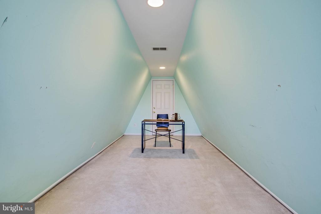 Bonus office/loft space on 4th level. - 11 CRISSWELL CT, STERLING