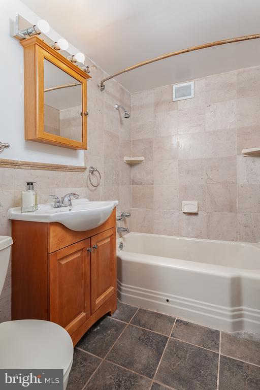 updated bathroom - 1711 MASSACHUSETTS AVE NW #523, WASHINGTON