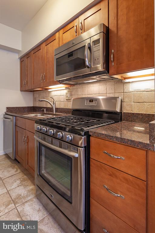 Stainless steel appliances - 1711 MASSACHUSETTS AVE NW #523, WASHINGTON