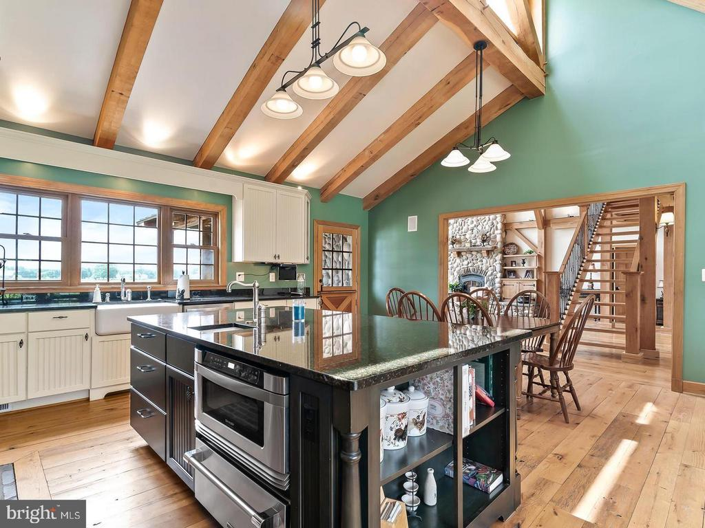 Sunny Gourmet Kitchen for the Chef - 4320 DAMASCUS RD, GAITHERSBURG
