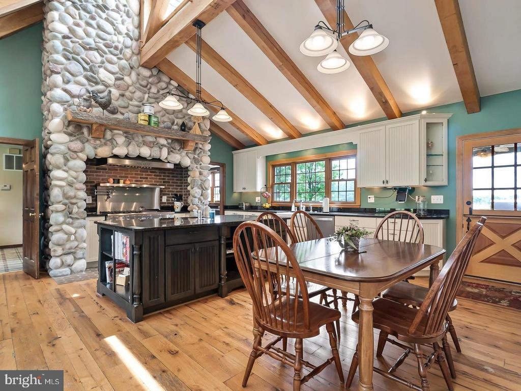Cozy and Spacious Gourmet Kitchen - 4320 DAMASCUS RD, GAITHERSBURG