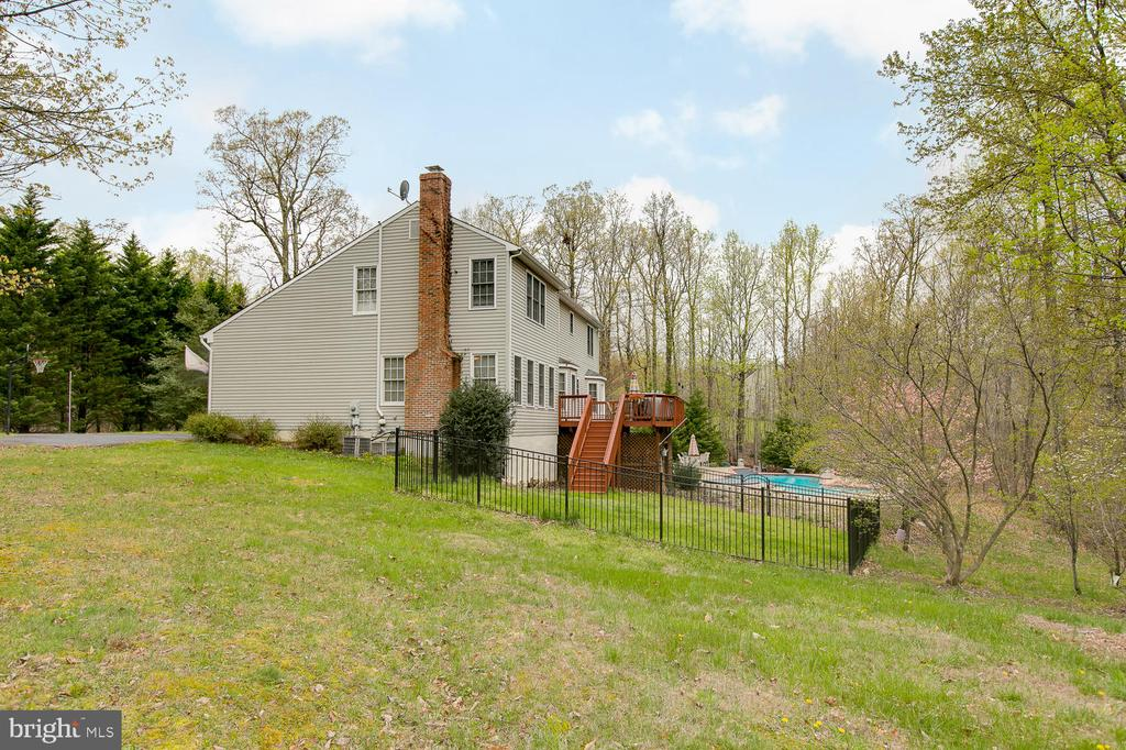A view from side - 3+ Acres! - 1480 TRUSLOW RD, FREDERICKSBURG