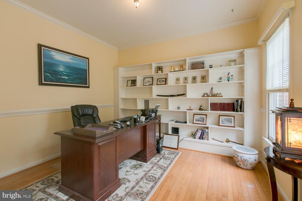 Office with built ins - Lots of natural light! - 1480 TRUSLOW RD, FREDERICKSBURG