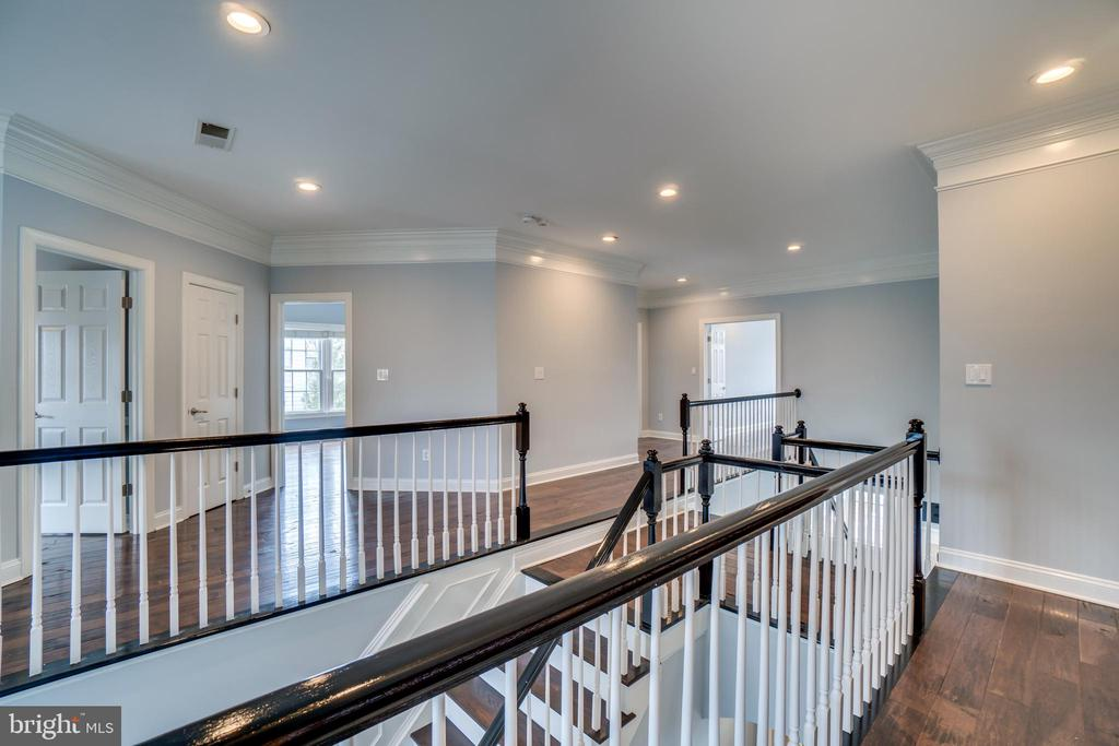 Hardwoods throughout second floor - 43087 NORTHLAKE BLVD, LEESBURG