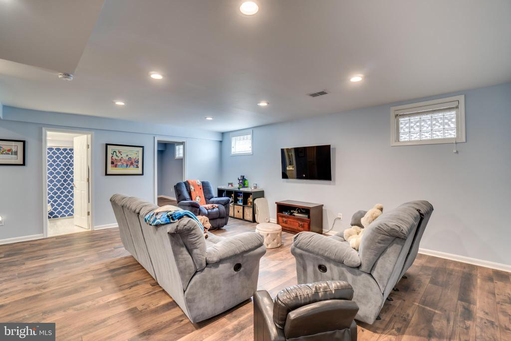 Large finished basement - 43087 NORTHLAKE BLVD, LEESBURG