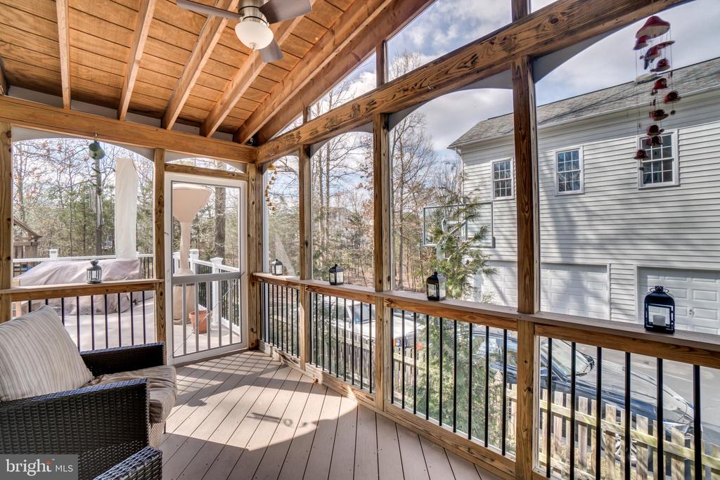 Relaxing screened porch - 43087 NORTHLAKE BLVD, LEESBURG