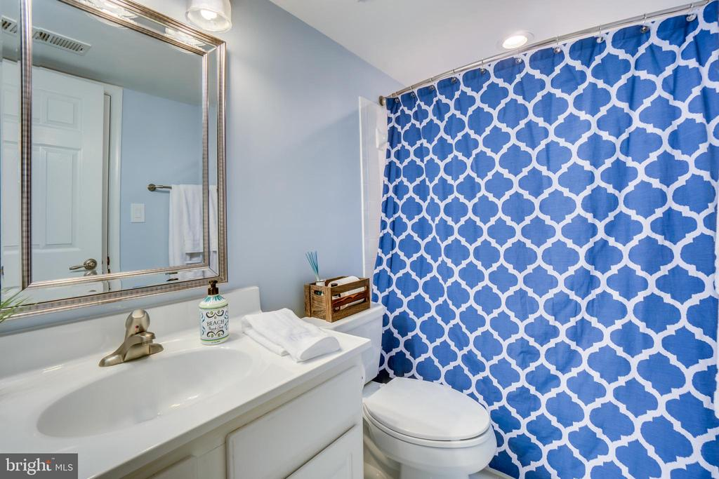 Full bath in basement - 43087 NORTHLAKE BLVD, LEESBURG