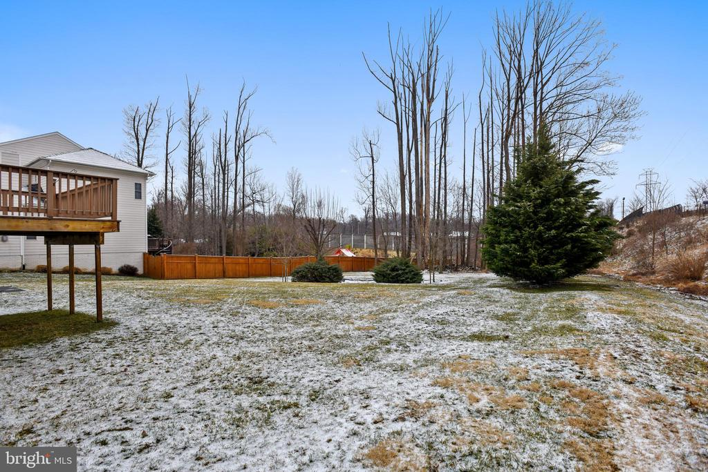 Almost 3/4 acre back yard! - 7919 N PARK ST, DUNN LORING