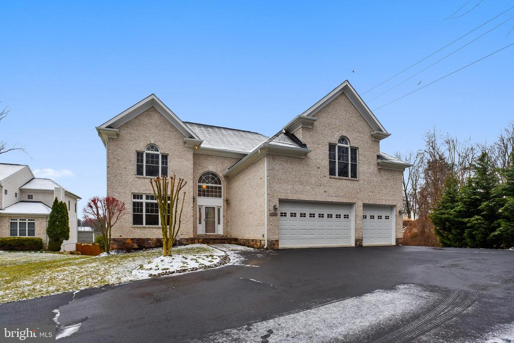 Curb view and ample parking. - 7919 N PARK ST, DUNN LORING