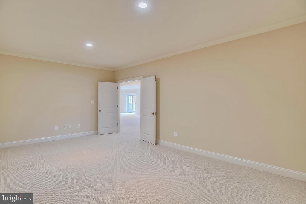 Basement office or studio room. - 7919 N PARK ST, DUNN LORING