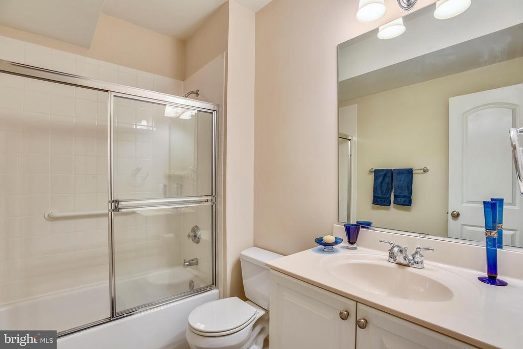 Full basement bathroom. - 7919 N PARK ST, DUNN LORING