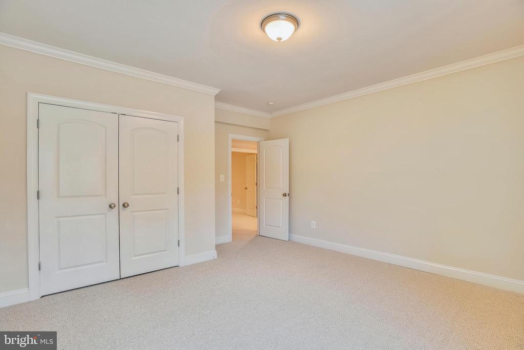 Full sized closet basement bedroom. - 7919 N PARK ST, DUNN LORING
