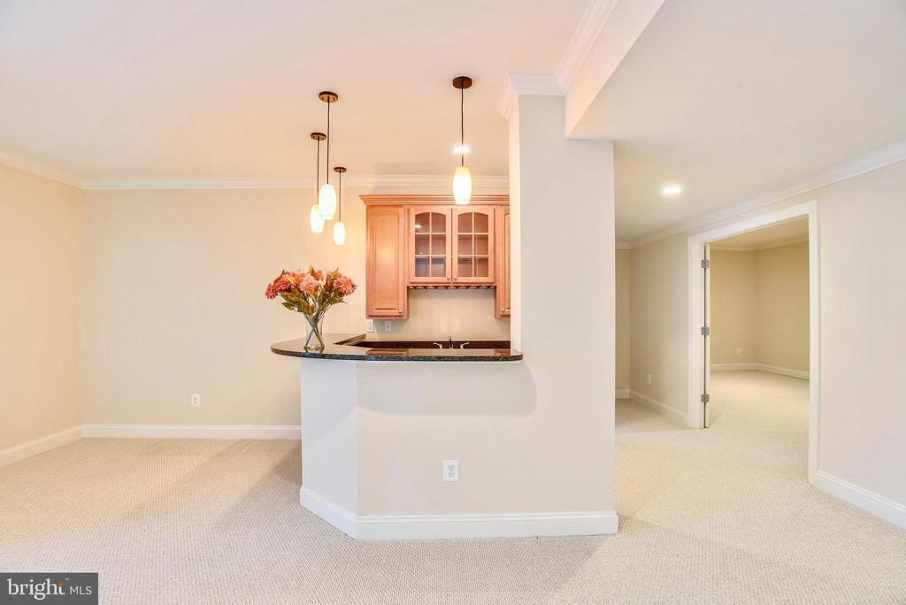 Wet bar and movie room adjoin! - 7919 N PARK ST, DUNN LORING