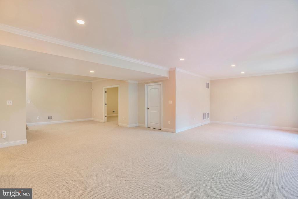 Main basement area. - 7919 N PARK ST, DUNN LORING