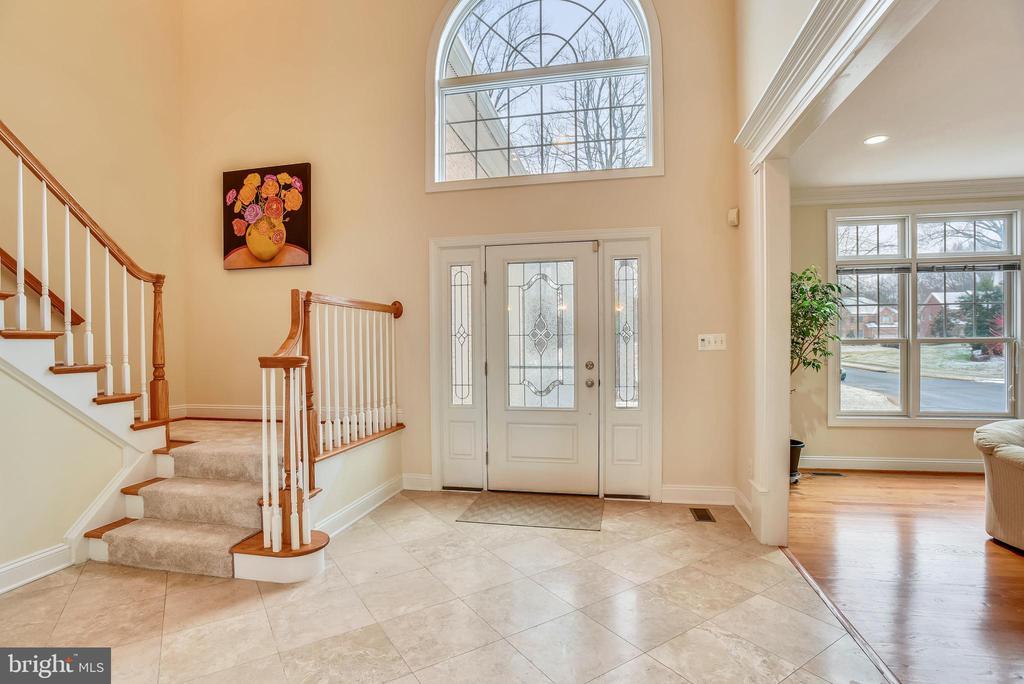 Grand foyer entry. - 7919 N PARK ST, DUNN LORING