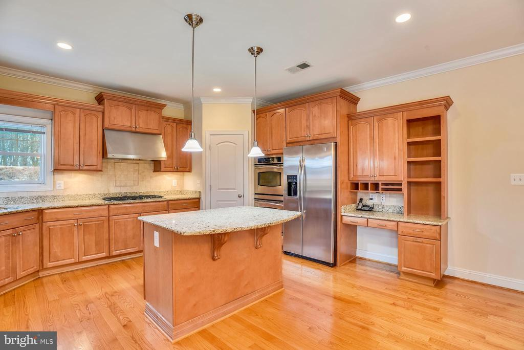 Built in style wall ovens. - 7919 N PARK ST, DUNN LORING