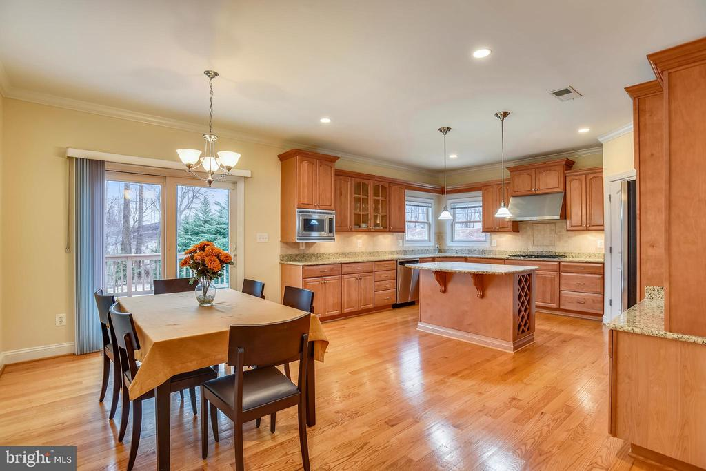 Kitchen with eat in and deck access! - 7919 N PARK ST, DUNN LORING