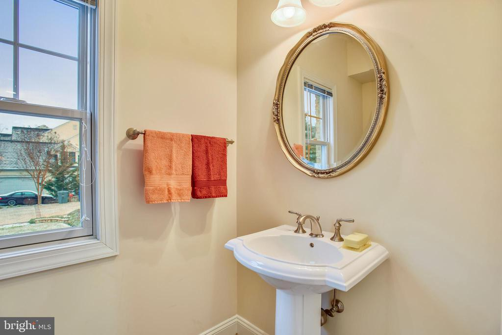 Half bathroom main level. - 7919 N PARK ST, DUNN LORING