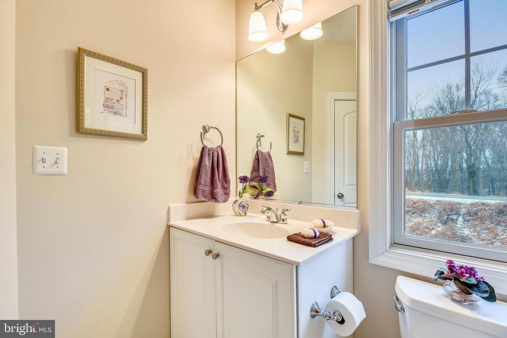 Second floor bathroom. - 7919 N PARK ST, DUNN LORING