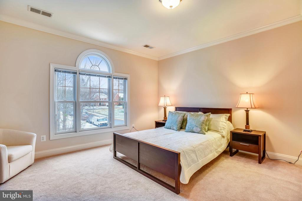 Left front elevation bedroom. - 7919 N PARK ST, DUNN LORING